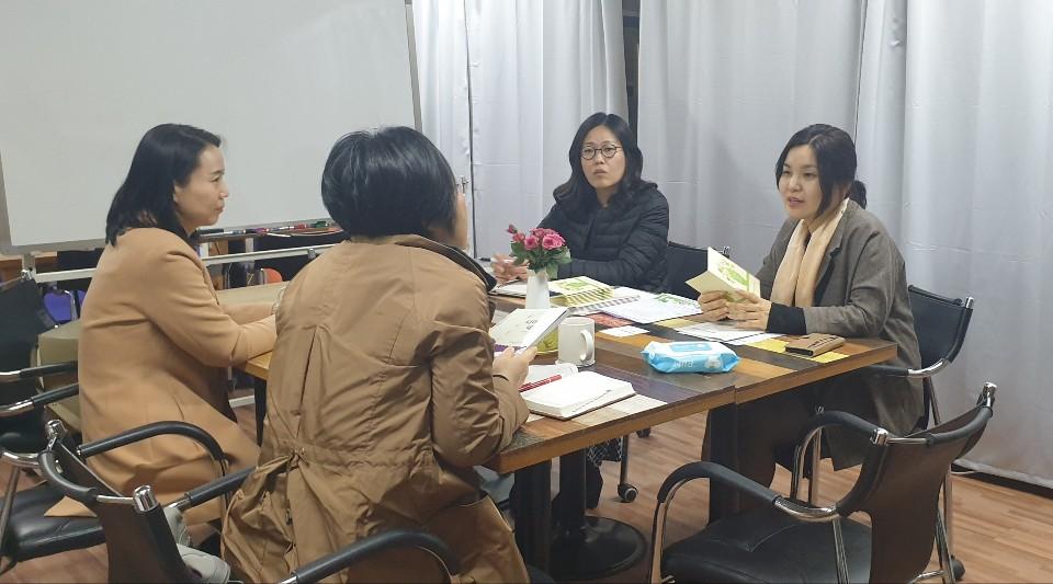 회의실 단체샷 2.jpg